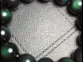 天然绿色彩虹眼黑曜石手链,展示如何查看黑曜石的彩虹眼